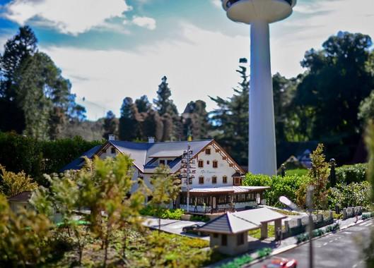 Tem um mundo em miniatura pra conhecer em Gramado!