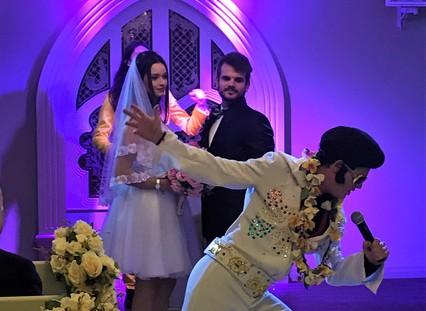 Elvis Presley pode estar no seu casamento!
